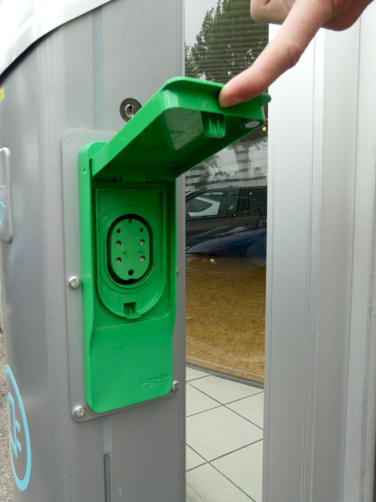 Borne de recharge rapide secteur Mulhouse Colmar Selestat accessible le dimanche 9Q26GA