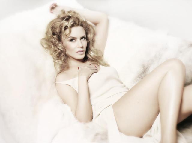 Kylie photos > candids, shoots, eventos... - Página 20 190355054e837cb5cf404d3eb83fa50b57a5f9dd