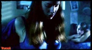 Jessica Pare, Piper Perabo in Lost and Delirious (2001) 72vmmxsxwb6p