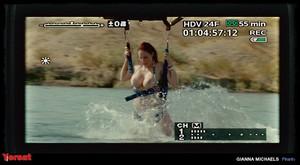 Elisabeth Shue in Piranha 3D (2010) Rva7lpw3qmqz