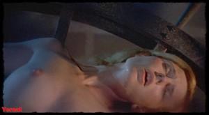 Women in Cages (1971) Zbzo8xn9dhr4