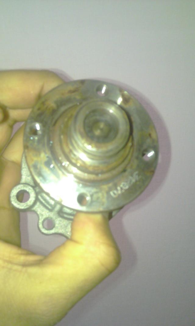 [ BMW E36 316i compact an 1995 ] Durite radiateur habitacle cassée de l'embout rouge - Page 2 Imag0077-2a260c0