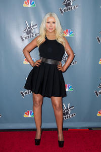 [Fotos+Videos] Christina Aguilera en la Premier de la 4ta Temporada de The Voice 2013 - Página 4 Th_985910245_Christina_Aguilera_40_122_154lo