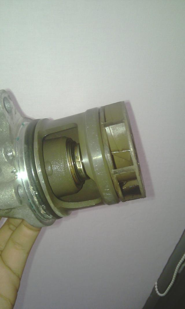[ BMW E36 316i compact an 1995 ] Durite radiateur habitacle cassée de l'embout rouge - Page 2 Imag0073-2a2604a