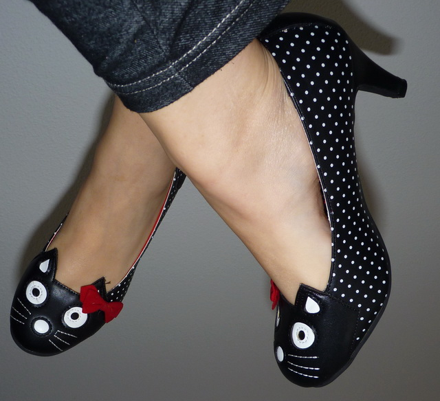 Parce que les filles, ça aime les poupées et les chaussures - Page 65 P1160677-39f235e