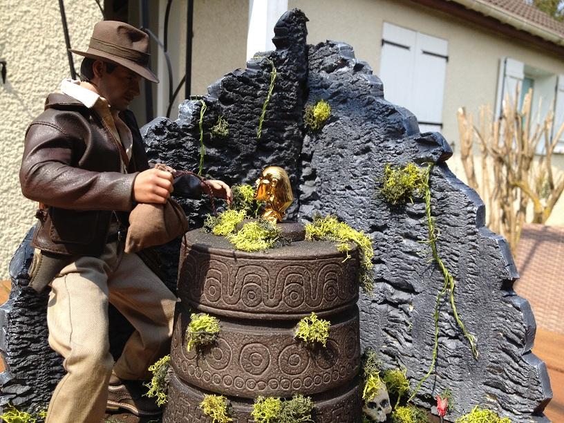 Diorama Indiana Jones Hot Toys ( Terminé ) Img_0373-36afcec