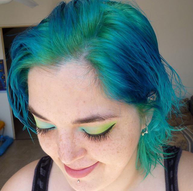 Cheveux chimiques et teintures funky - Page 63 Bleuvert-3d92c8c
