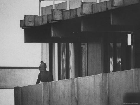 منظمة ايلول الاسود Co-rentmeester-masked-black-september-arab-terrorist-looking-from-balcony-of-athletes-housing-complex