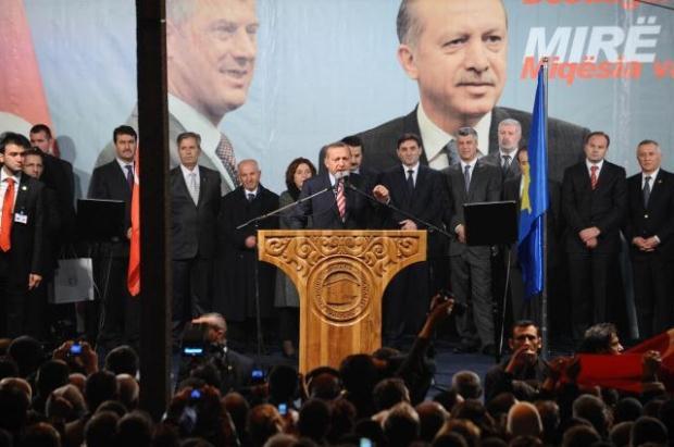 La nouvelle diplomatie turque? - Page 7 LiveImages%5CFoto%20Haber%5C423%5CKosova%27da%20Erdo%C4%9Fan%20co%C5%9Fkusu%5CA03203334