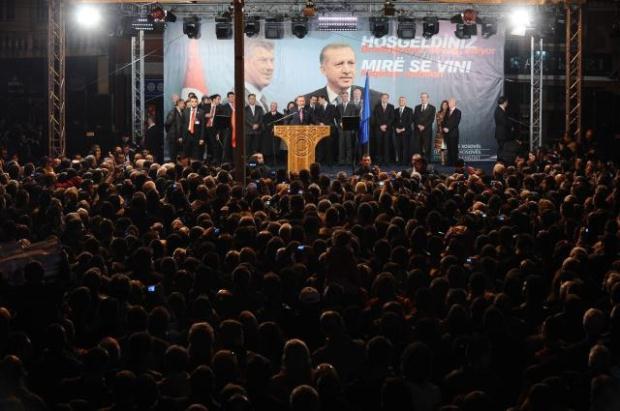 La nouvelle diplomatie turque? - Page 7 LiveImages%5CFoto%20Haber%5C423%5CKosova%27da%20Erdo%C4%9Fan%20co%C5%9Fkusu%5CA03203545