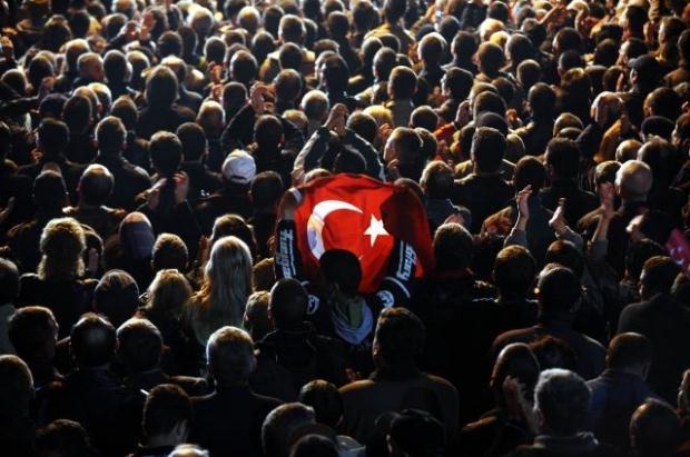 La nouvelle diplomatie turque? - Page 7 LiveImages%5CFoto%20Haber%5C423%5CKosova%27da%20Erdo%C4%9Fan%20co%C5%9Fkusu%5CA03203747