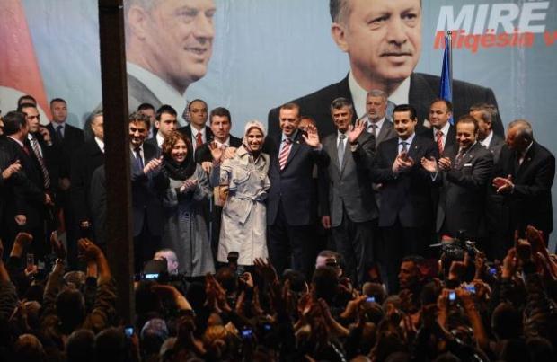 La nouvelle diplomatie turque? - Page 7 LiveImages%5CFoto%20Haber%5C423%5CKosova%27da%20Erdo%C4%9Fan%20co%C5%9Fkusu%5CA03204531