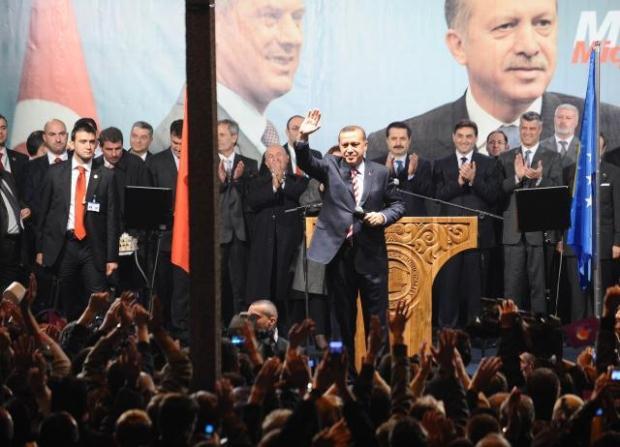 La nouvelle diplomatie turque? - Page 7 LiveImages%5CFoto%20Haber%5C423%5CKosova%27da%20Erdo%C4%9Fan%20co%C5%9Fkusu%5CA03204729