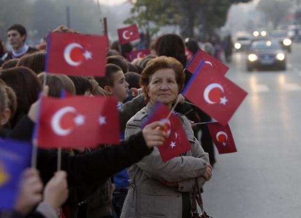 La nouvelle diplomatie turque? - Page 7 LiveImages%5CFoto%20Haber%5C423%5CKosova%27da%20Erdo%C4%9Fan%20co%C5%9Fkusu%5CP03202527