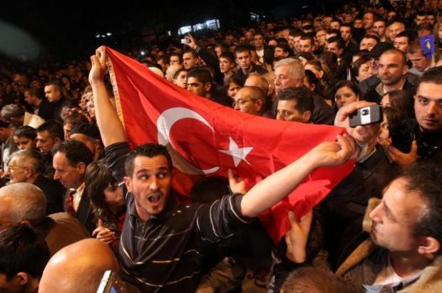 La nouvelle diplomatie turque? - Page 7 LiveImages%5CFoto%20Haber%5C423%5CKosova%27da%20Erdo%C4%9Fan%20co%C5%9Fkusu%5CP03202616