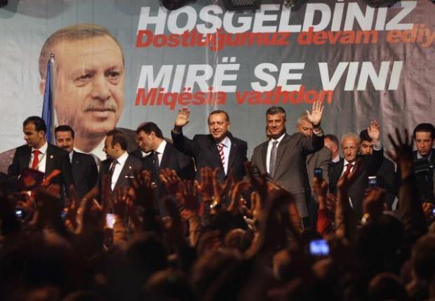 La nouvelle diplomatie turque? - Page 7 LiveImages%5CFoto%20Haber%5C423%5CKosova%27da%20Erdo%C4%9Fan%20co%C5%9Fkusu%5CP03202958