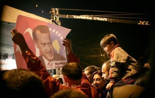 La nouvelle diplomatie turque? - Page 7 LiveImages%5CFoto%20Haber%5C423%5CKosova%27da%20Erdo%C4%9Fan%20co%C5%9Fkusu%5CR03204402