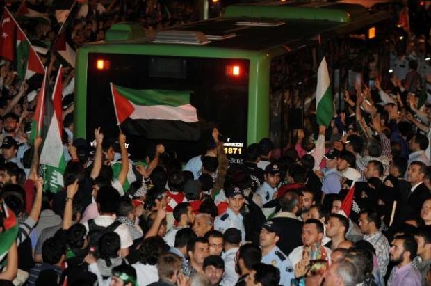 La paix au Moyen Orient - Page 11 LiveImages%5CFoto%20Haber%5C464%5CYard%C4%B1m%20g%C3%B6n%C3%BCll%C3%BCleri%20%C4%B0stanbul%27da%5CF03100004