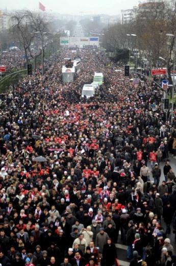 TURQUIE : Economie, politique, diplomatie... - Page 2 LiveImages%5CFoto%20Haber%5C922%5CErbakan%20i%C3%A7in%20Fatih%20Camii%27nde%20t%C3%B6ren%5CD01153702