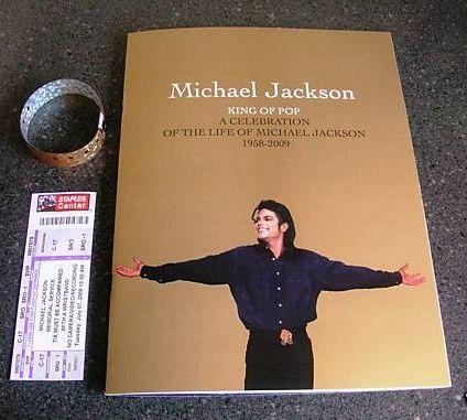 """[LIBRO] Prossimamente in uscita il libro di Frank Cascio """"My friend Michael"""" Michael_Jackson_Memorial_Program_wristband_and_ticket"""