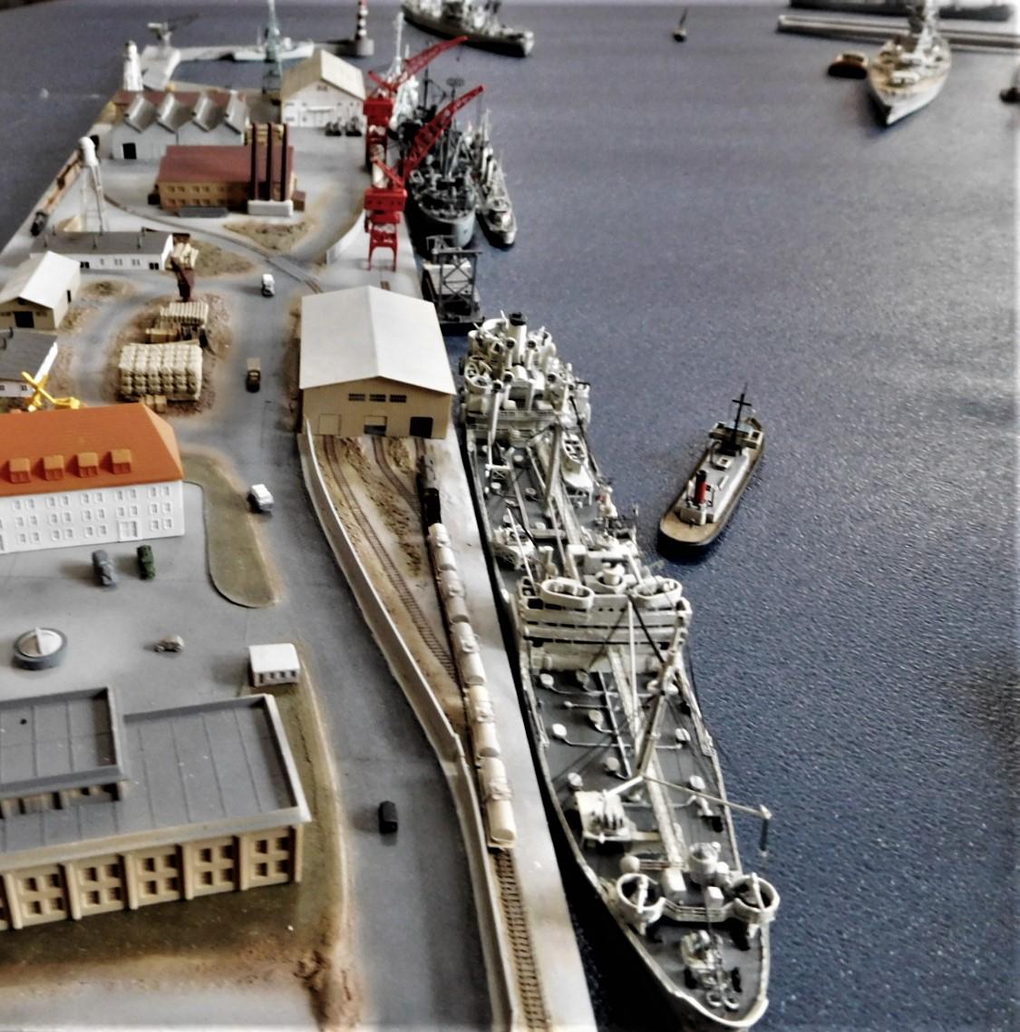 Diorama base navale 1/700 par Nesquik - Page 4 VoSxhFs5