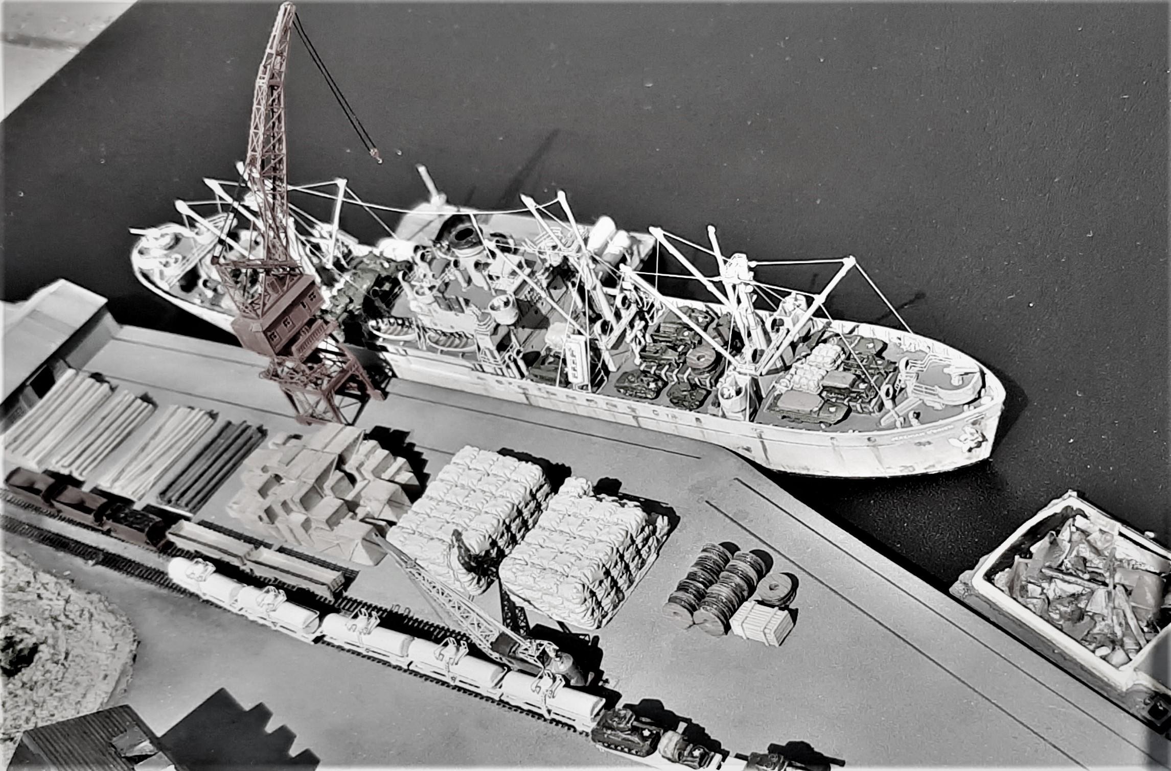 Liberty ship Jeremiah O'Brien 1/700 Trumpeter  Q67851Dz