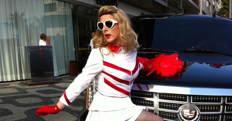 Responde aí Allex Costa 30nov2012---rinaldo-borba-de-34-anos-cosplay-de-madonna-ha-18-anos-posa-em-frente-ao-hotel-onde-a-cantora-esta-hospedada-na-zona-sul-do-rio-1354304680118_956x500