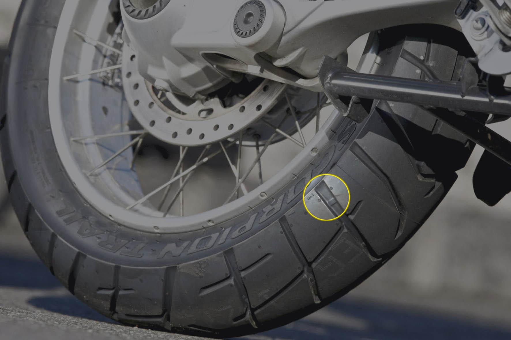 Qual é a hora certa de trocar o pneu da moto? 17
