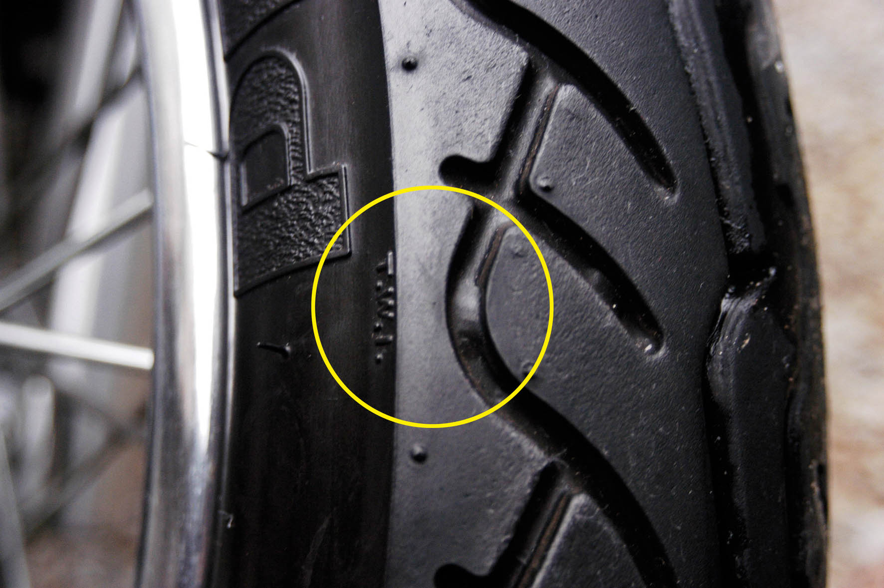 Qual é a hora certa de trocar o pneu da moto? 25