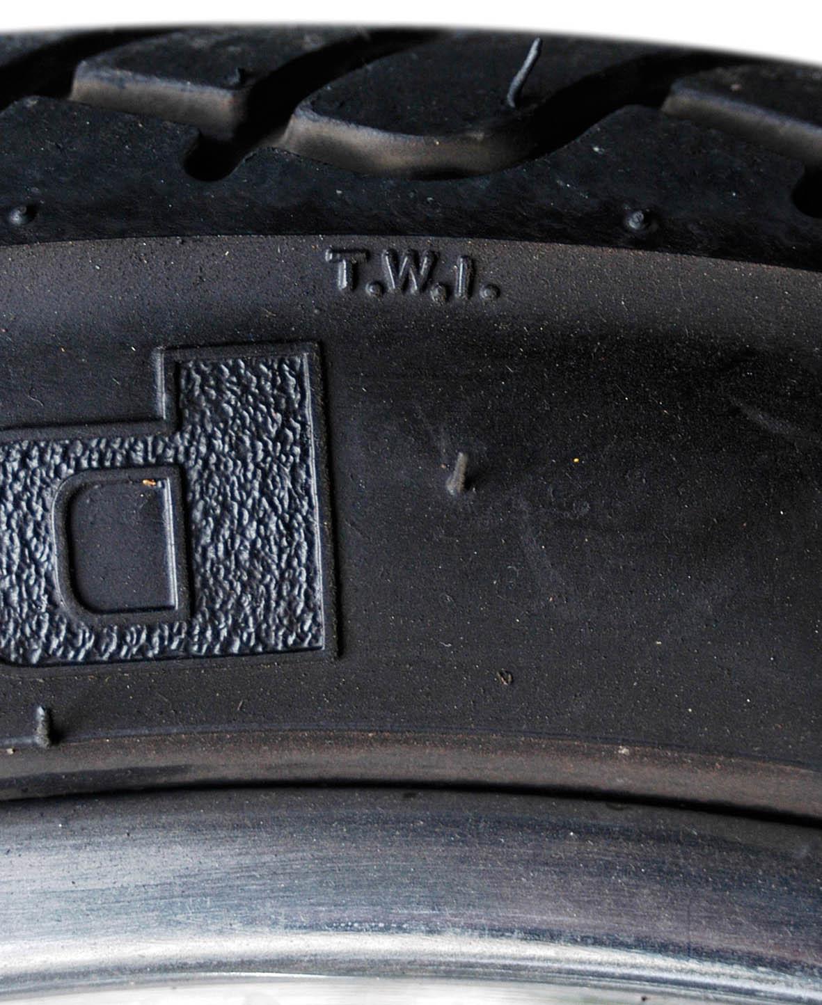 Qual é a hora certa de trocar o pneu da moto? 3