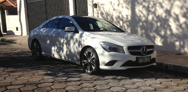 (W205): Virá mais caro em 2014 para ficar acima do CLA. Estréia em janeiro de 2014. Mercedes-benz-cla-de-teste-aparece-em-rua-de-itajuba-mg-seda-chega-ao-brasil-entre-outubro-e-dezembro-e-deve-custar-mais-caro-que-o-classe-c-de-entrada-1373573633215_615x300