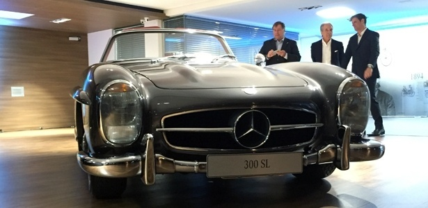 Mercedes lança SLC e SL 2017 no Brasil em julho; veja os preços Exemplar-de-um-300-sl-roadster-1957-que-de-tao-impecavel-tem-preco-inestimavel-1467240708264_615x300