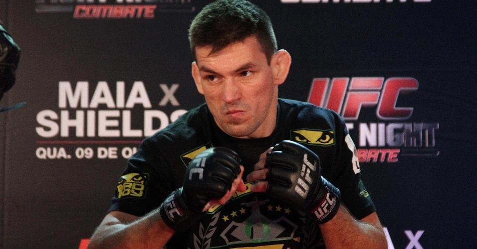 UFC Rio em Vegas: Demian fecha card de Aldo x McGregor ante islandês Top 11 07102013---demian-maia-faz-cara-de-mau-em-treino-para-o-ufc-barueri-nesta-quarta-feira-1381171970596_956x500