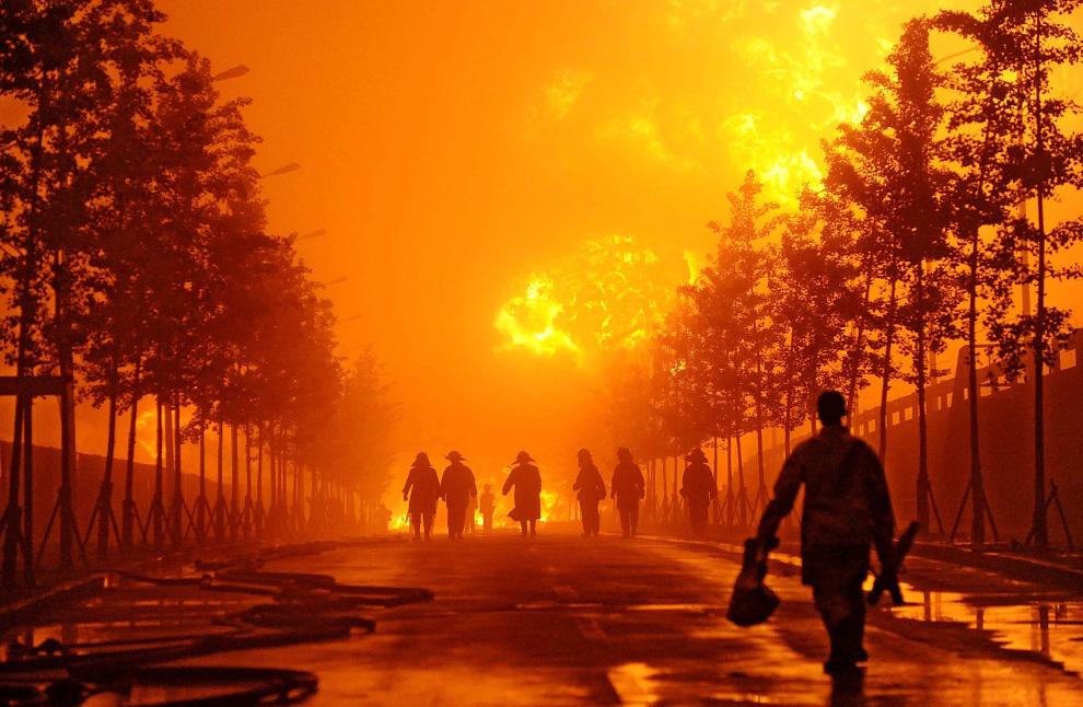 كيفية اطفاء الحرائق البتروليه  D03_24358707