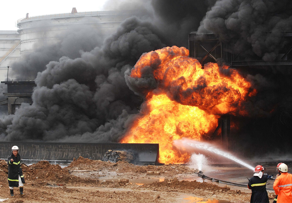 كيفية اطفاء الحرائق البتروليه  D04_24358717