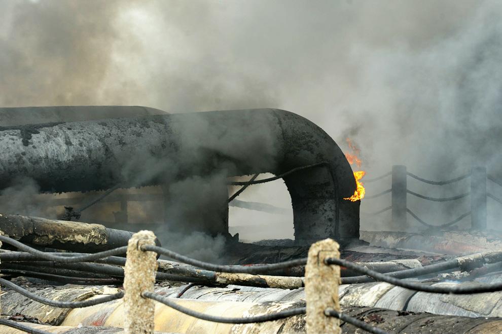 كيفية اطفاء الحرائق البتروليه  D05_24365339