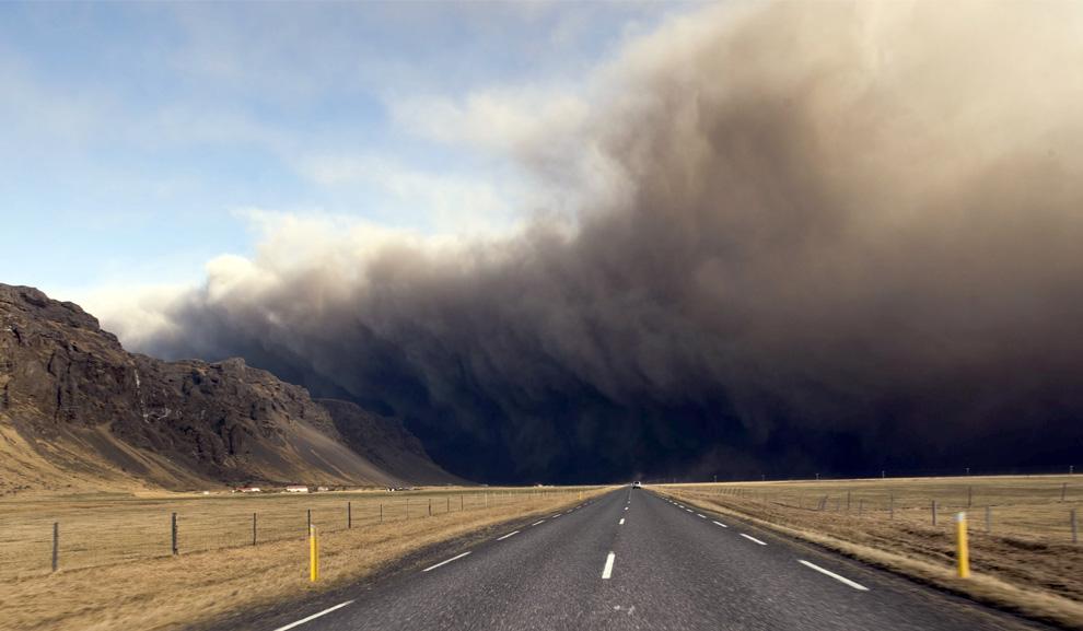 Eruption volcanique sous glacier - Eyjafjallajokull - Islande - Page 3 E20_23058815
