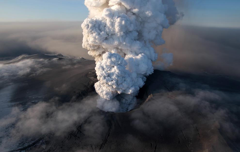 Eruption volcanique sous glacier - Eyjafjallajokull - Islande - Page 3 E25_23048757