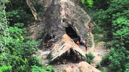 последнее на Земле племя, которое живет точно так же, как и в Каменном веке 1438243891_11_result65