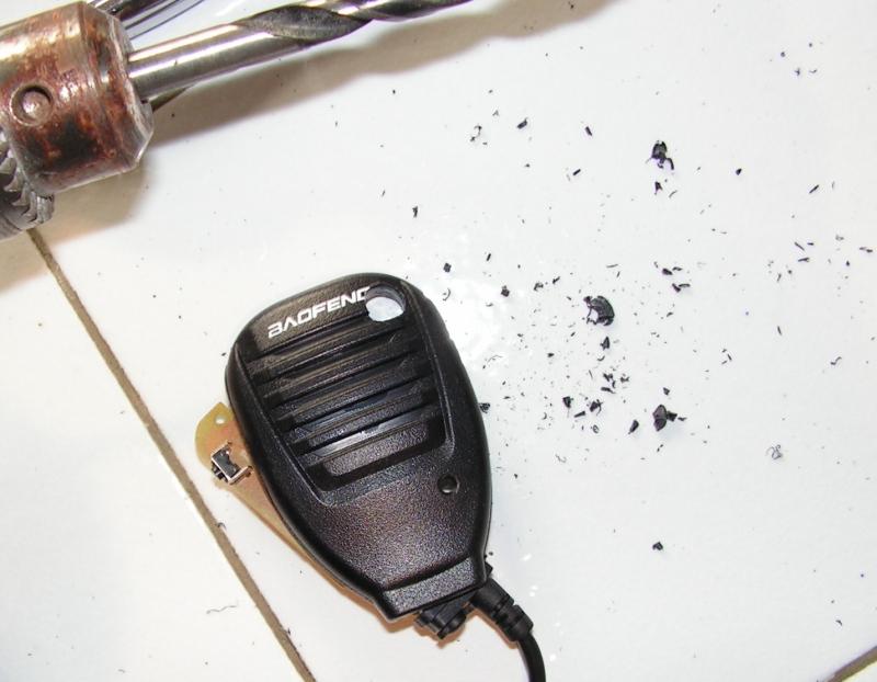 UV5R BAOFENG : Améliorer le microphone déporté très facilement et à peu de frais Trou-micro-perceuse