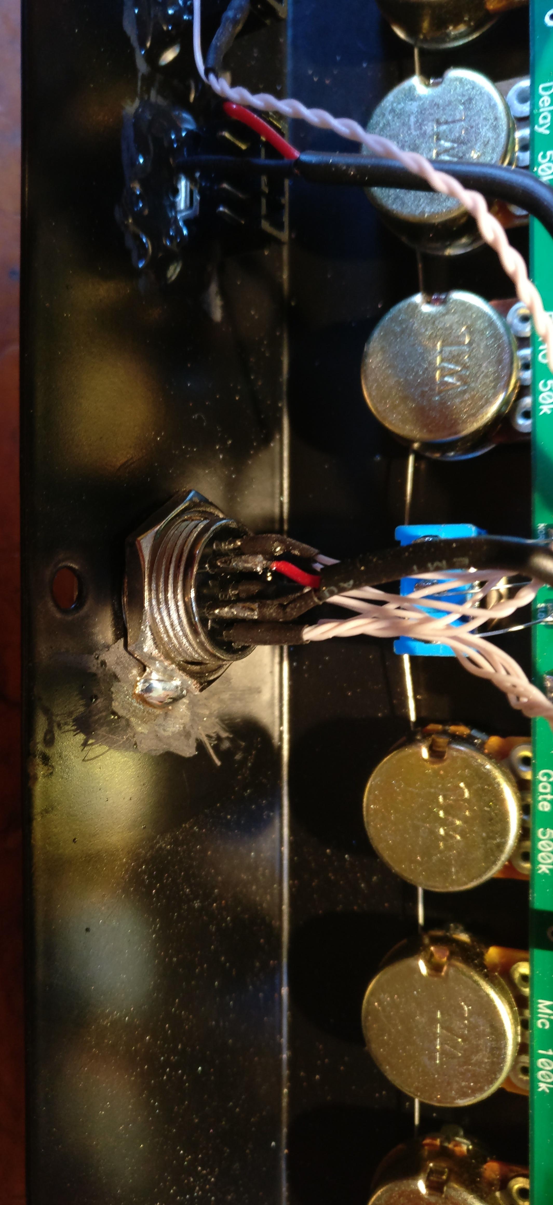 Equalizer UR6QW et larsen / retour HF Interieur-prise-8-broches-02