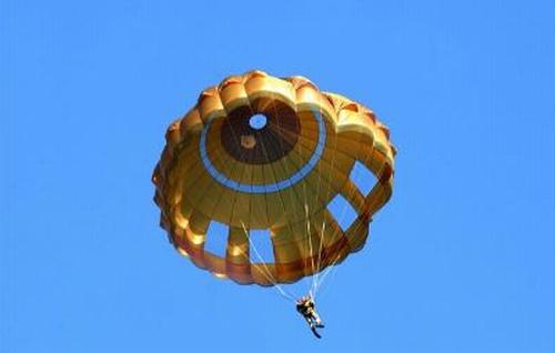 Ensemble de parachutage du combattant . Epc-parachutes-armee-terre-troupes-aeroportees-aerazur-dga