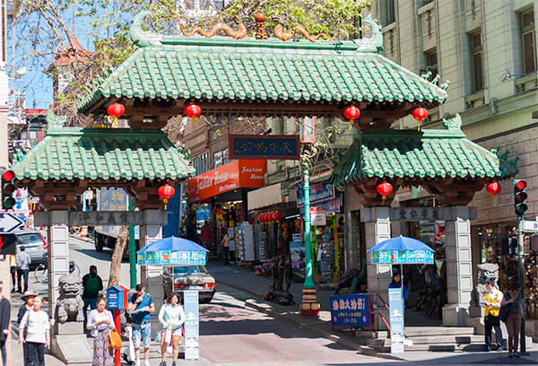 The dragon card and envelope Chinatown-entr%C3%A9e-Grant-avenue-San-Francisco