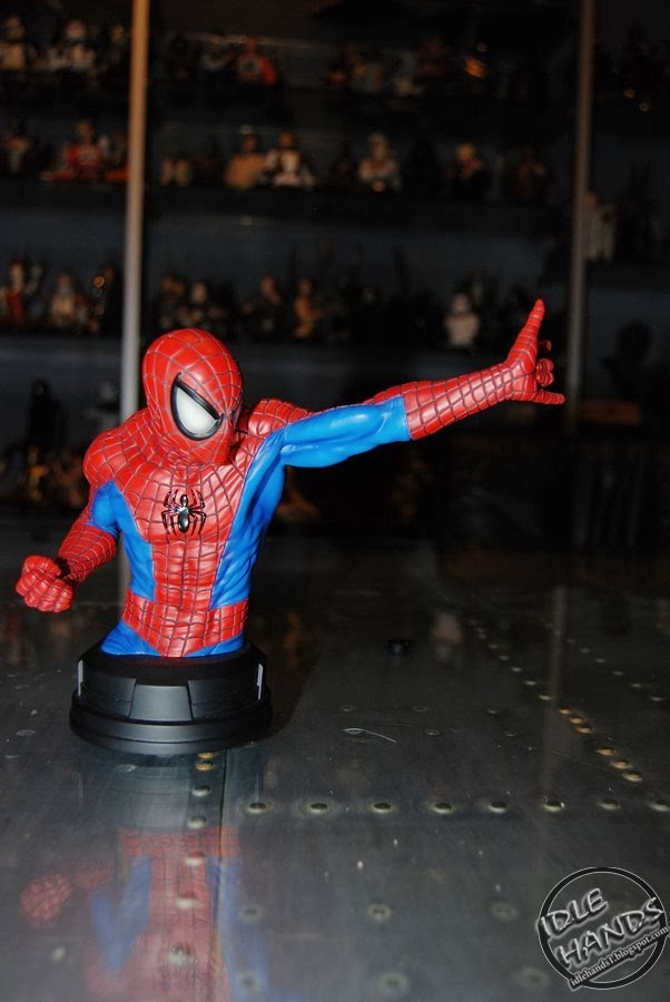 SPIDERMAN RED AND BLUE MINI BUST GENTLE GIANT Ae16c-toyfair2014gentlegiantmarvelcomicsspider-manredandblueminibust00