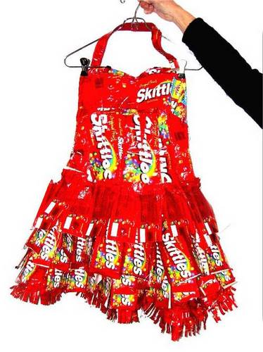 Insolite(s) - Page 2 Skittles_dress_2