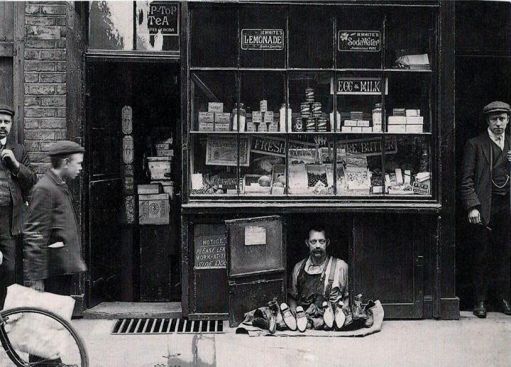 The Shocking and Bizarre 40.-The-smallest-shop-in-London-a-shoe-salesman-with-a-1.2-square-meter-shoe-store-1900.-720x517