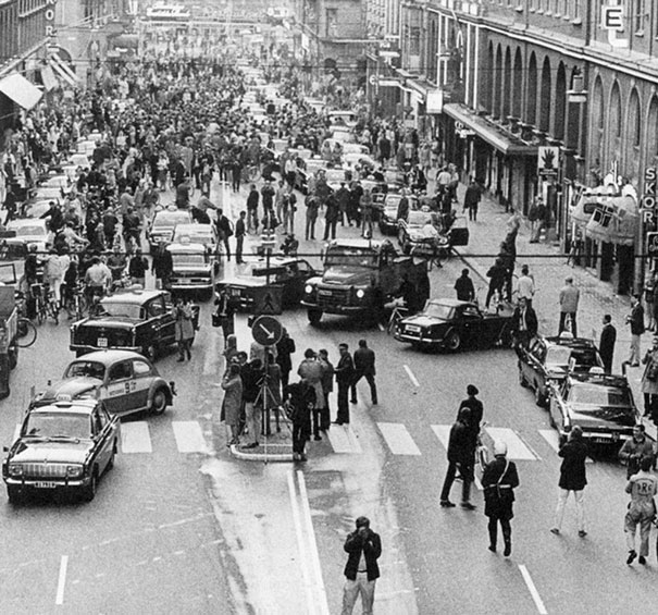 The Shocking and Bizarre 32.-First-morning-after-Sweden-changed-from-driving-on-the-left-side-to-driving-on-the-right-1967