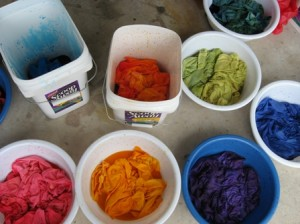 Крашение ткани Dye-in-progress-408-300x224