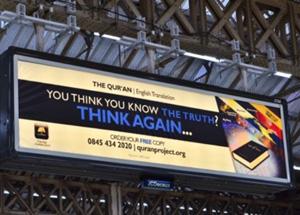 В Британии на железнодорожных станциях убрали исламские плакаты 25684