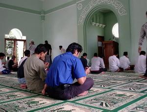 اندونيسيا: مسجد في كل مصنع ومصلى في كل مؤسسة وأئمة لنصح العمال 1_2010717_13788